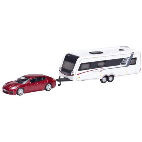 Porsche Panamera ikertengelyes lakókocsival Hymer Nova S690 fehér, méretarány 1:87.